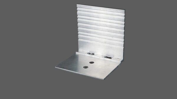 Abrutschwinkel-Universal-aus-Aluminium-preßblank-mit-Sollbruchstelle-für-alle-Profilsysteme.jpg