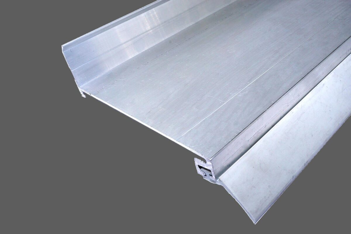 Wandanschlußprofil-aus-Aluminium-preßblank-mit-langer-Dichtlippe.jpg