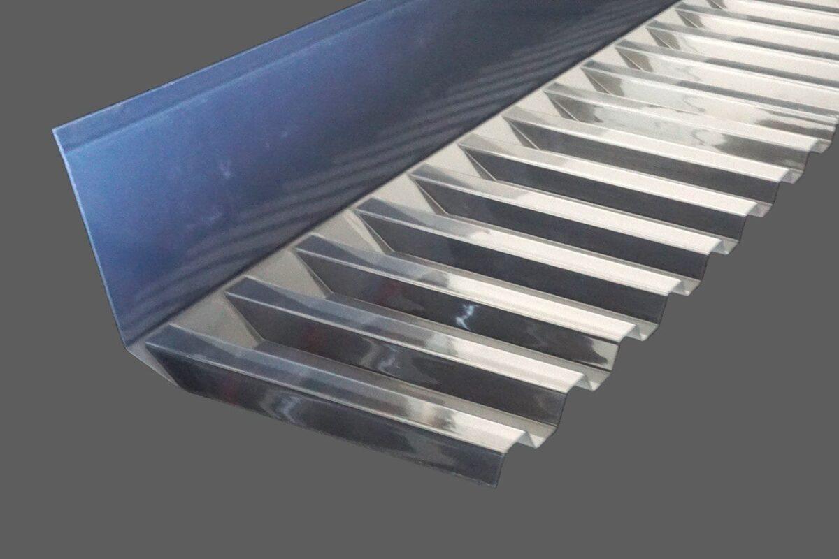 Wandanschlußprofil-aus-PVC-Trapez-70-18-in-1100mm